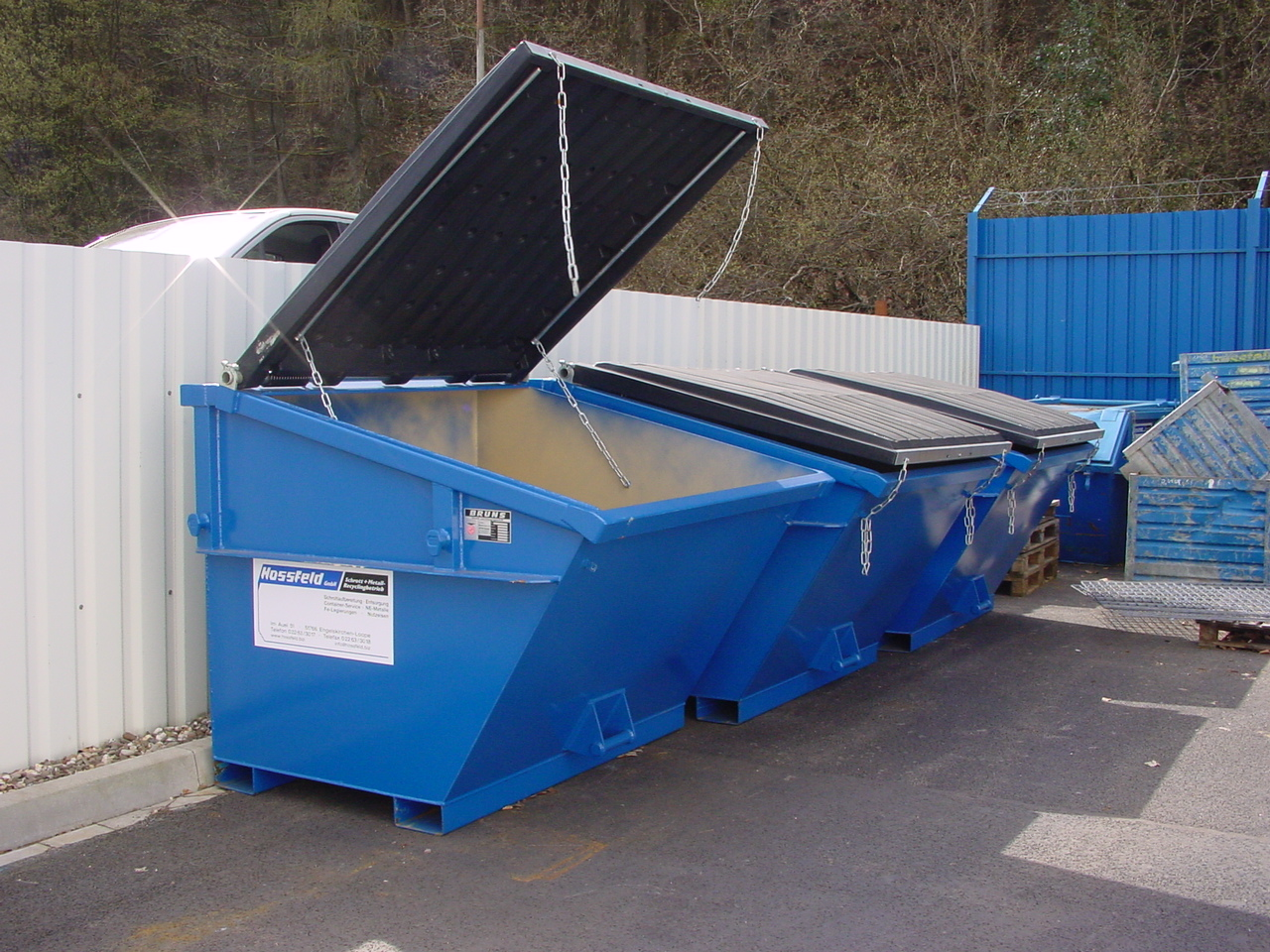 Gedeckelter Absetzcontainer | Hossfeld GmbH in Engelskirchen